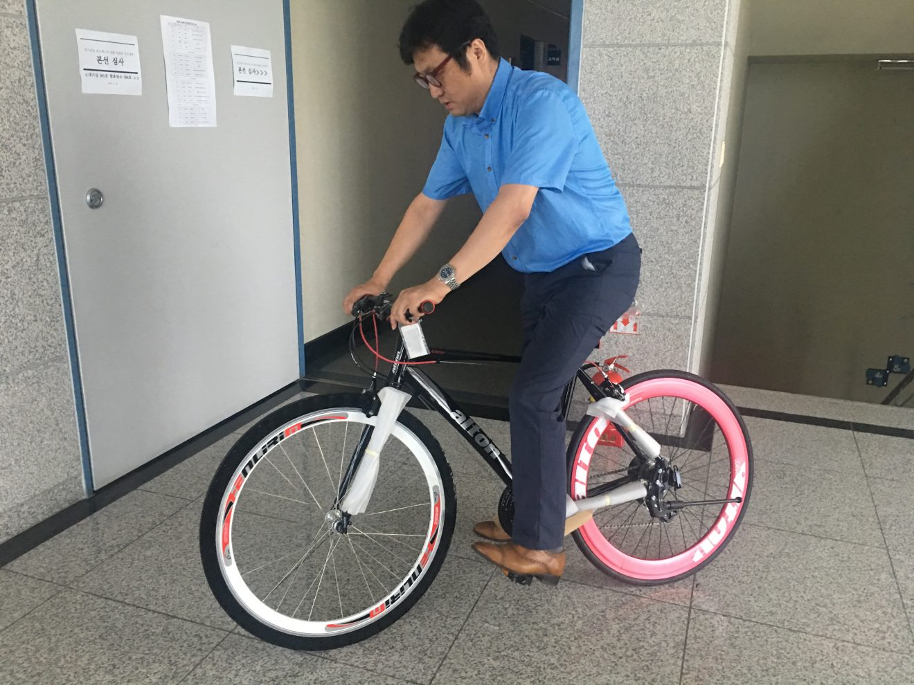 Korean 3D Printed Airless Bike Tire with Lattice Structure